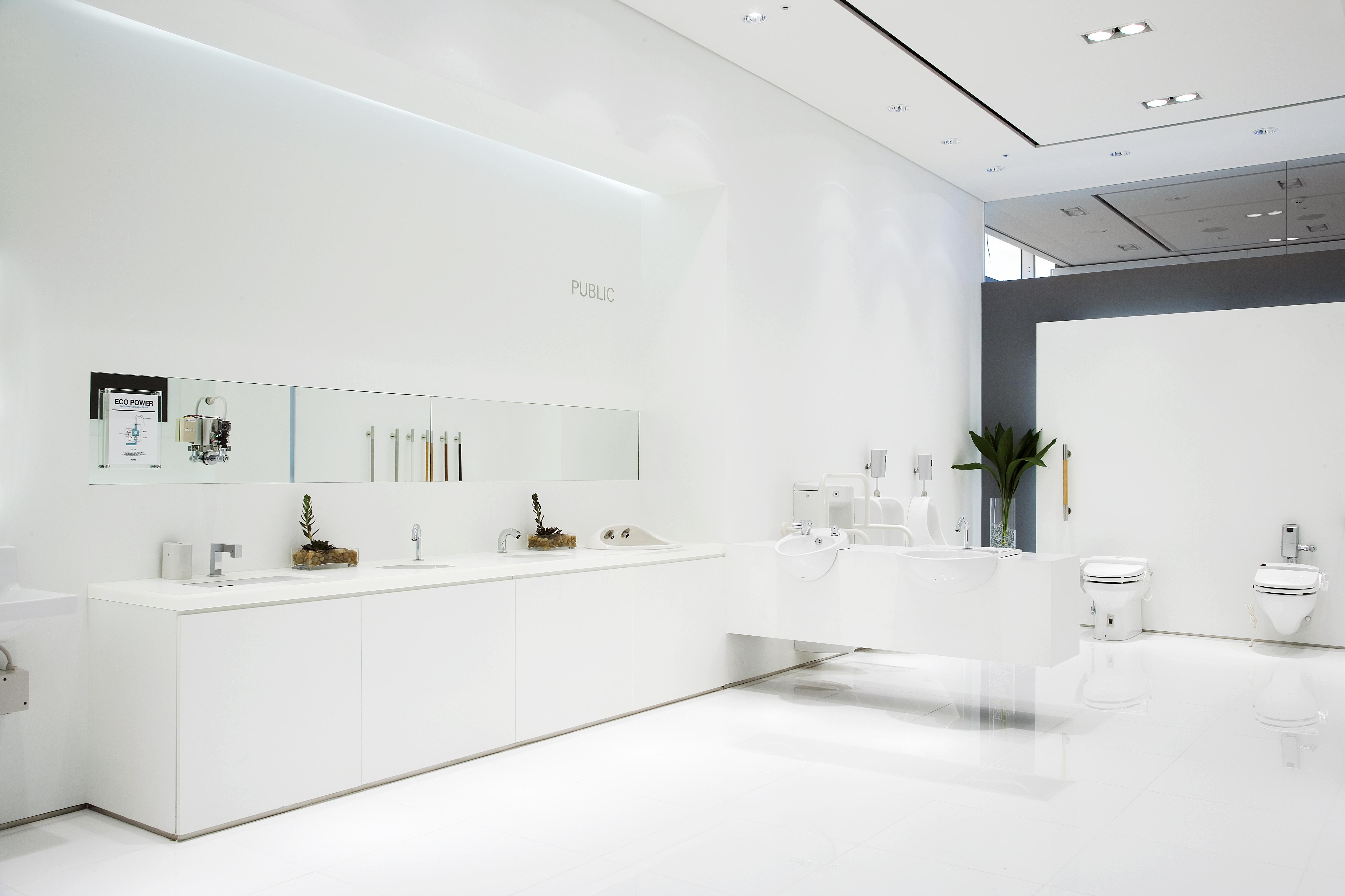 TOTO 서울쇼룸 'TOTO 서울쇼룸'은 TOTO의 최정상 욕실 문화를 체험하실 수 있는 메이커 쇼룸입니다.  실제 욕실 공간을 재현한 전시와 차별화된 고객체험, 첨단 기술과 최고의 디자인이 함께하는 복합문화공간인 TOTO 서울 쇼룸은 '꿈'과 '휴식'의 또 다른 이름입니다.